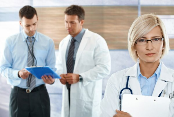 Healthcare-workers-in-clinic