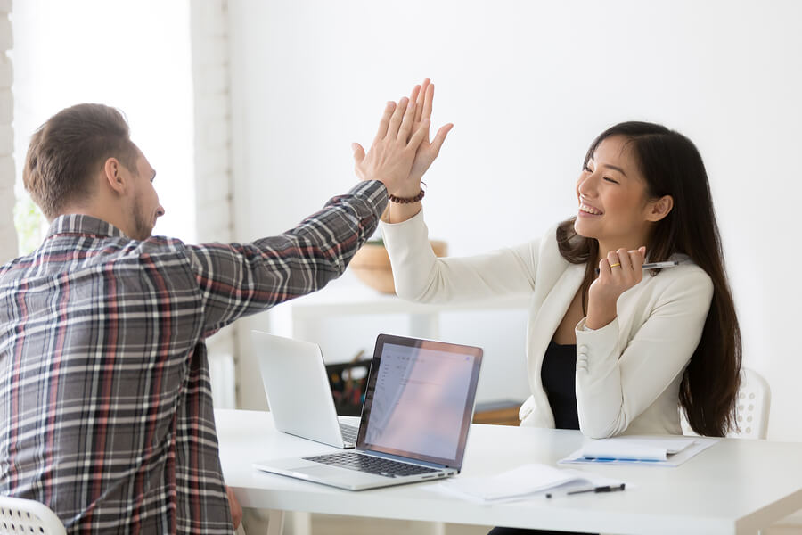 7 Strategies to Improve Employee Relations [for a Phenomenal Workplace]